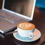 カフェ画像、PCとコーヒー。WiMAXでインターネット