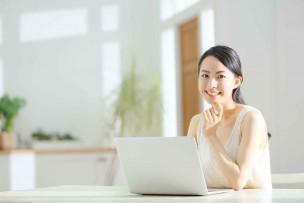関東エリアで光インターネットを選んでいる女性