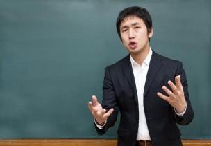 ソフトバンク光のセット割について熱弁する塾講師