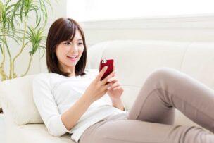 DMMモバイルでうまくスマホの料金を下げた格安SIM中級者の女性