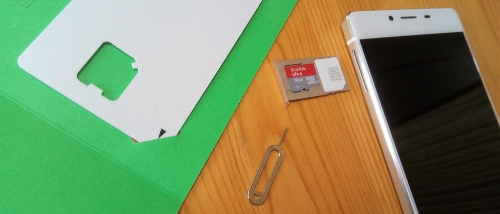 LINEモバイル、SIMカード装着の図
