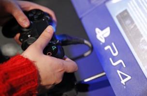 PS4でゲームをプレイ