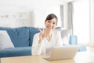 ネット環境が快適なauひかりのプロバイダーを2つ知っている女性